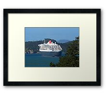 Even the Queen shows her stern to the public..........! Framed Print