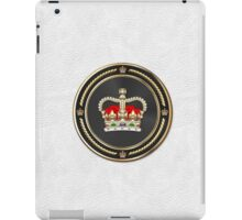 St Edward's Crown - British Royal Crown over White Leather  iPad Case/Skin
