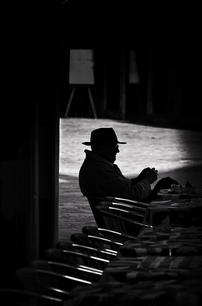 L'uomo con il cappello  by Michael Carter
