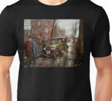 Car Accident - Watch for ice 1921 Unisex T-Shirt