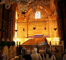 Dua - Asking prayer at Mevlanas Tomb in Konya by Jens Helmstedt