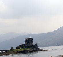 Eilean Donan castle by ashishagarwal74