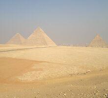 Giza Pyramids by kaw76
