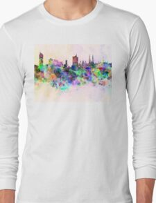 Vienna skyline in watercolor background Long Sleeve T-Shirt
