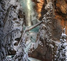 Frozen canyon by zumi