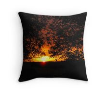 Ahh! Here she comes. Glorious Sunrise, Mt. Pleasant. Sth, Aust. Throw Pillow