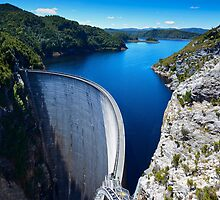 Gordon River Dam by Chris  Randall