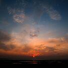 Le soleil se lève avant moi, moi je me couche après lui : nous sommes quittes. by BillyKrueger