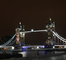 Tower Bridge by Roger Chan