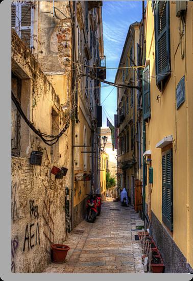 Campiello Alleyway by Tom Gomez