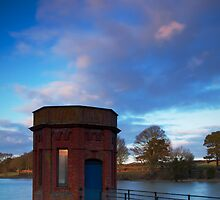 Pump Tower at Sywell by Ralph Goldsmith