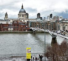 Millennium Footbridge over the Thames in London by 7horses