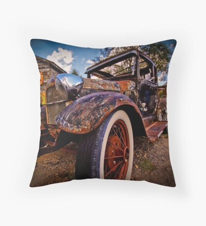 Rusted Oldtimer Throw Pillow