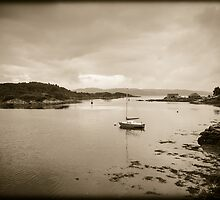 Tarbert Bay Scotland by mlphoto
