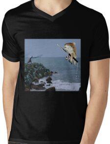 <º))))><FISH GOES FISHING TEE SHIRT-AW LOOKY THERE HE GOT A BITE<º))))><    Mens V-Neck T-Shirt