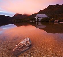 Dove Lake Dawn by Nick Skinner