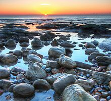 Sunrise over Winchelsea Beach by Stuart  Gennery
