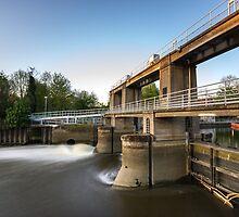Allington Lock by Ian Hufton