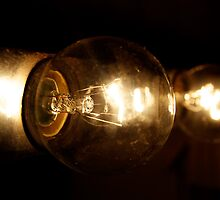 Light Bulb II by taudalpoi