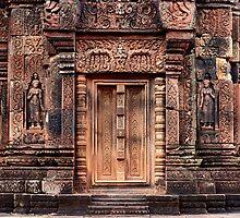Carvings of Banteay Srei, II by Vladimir Rudyak