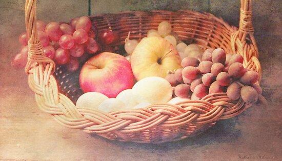 Vintage fruitbasket by Katharina Hilmersson