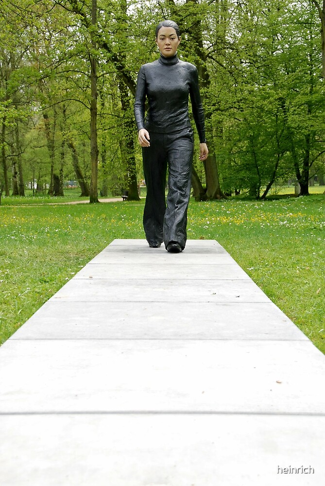 A walk in the park (Walking Woman by Sean Henry) by heinrich