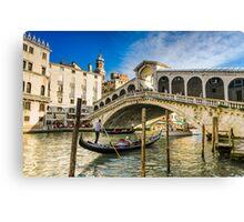 Gondola at the Rialto bridge in Venice Canvas Print
