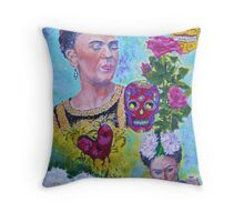 Con el Corazon Roto (Frida) Throw Pillow