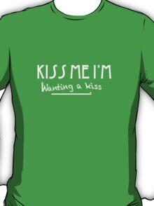KISS ME I'M Wanting a kiss T-Shirt