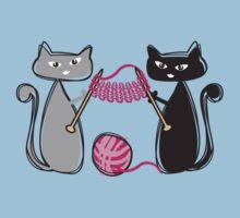 Knitting needles cats with yarn t-shirt Kids Tee