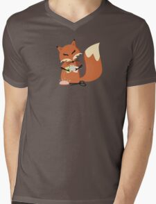 Cute fox seamstress sewing thread scissors Mens V-Neck T-Shirt