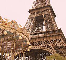 le Carrousel de la Tour Eiffel by Heidi Hermes