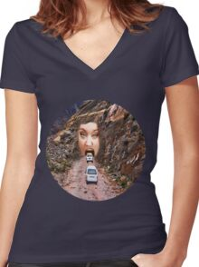 (✿◠‿◠) FACE IN MOUNTAIN OPEN MOUTH DRIVE THROUGH TEE SHIRT (✿◠‿◠) Women's Fitted V-Neck T-Shirt
