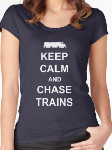 Keep Calm and Chase Trains Women's Fitted Scoop T-Shirt