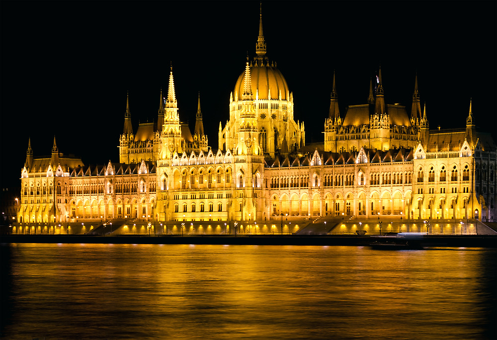 Budapest Parliament Night Shot by kirilart