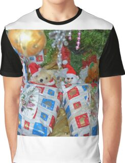 Looking out for the Christmas presents.... Graphic T-Shirt