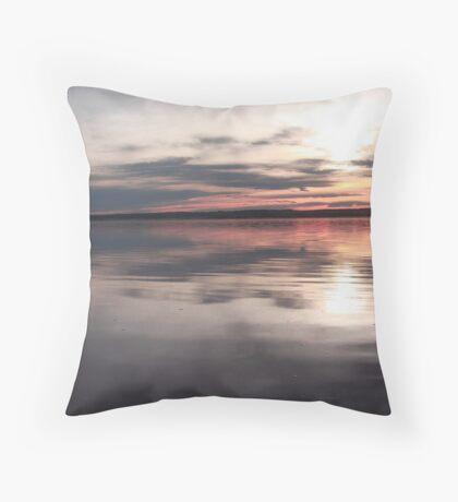 Sunrise reflexion Throw Pillow