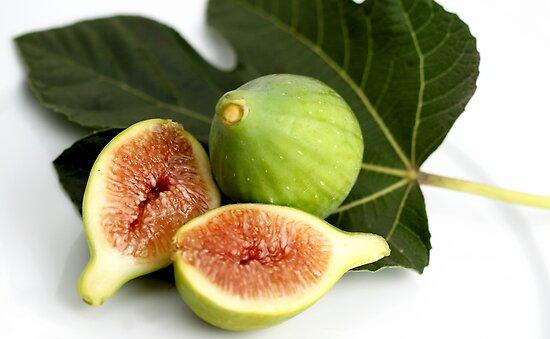 Green Fig by Henrik Lehnerer
