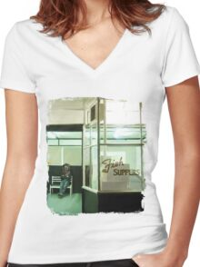 It's a waiting game Women's Fitted V-Neck T-Shirt