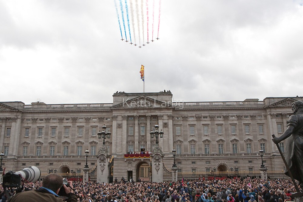 Red Arrows fly over Buckingham Palace after Trooping The Colour by Keith Larby
