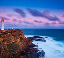 Cape Nelson Lighthouse - Dusk by hangingpixels