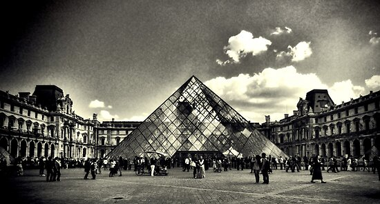 The Iconic Louvre  by KarenLindale