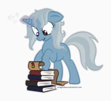 Trixie studying by zomgitsalaura