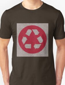 Recycle logo in red T-Shirt