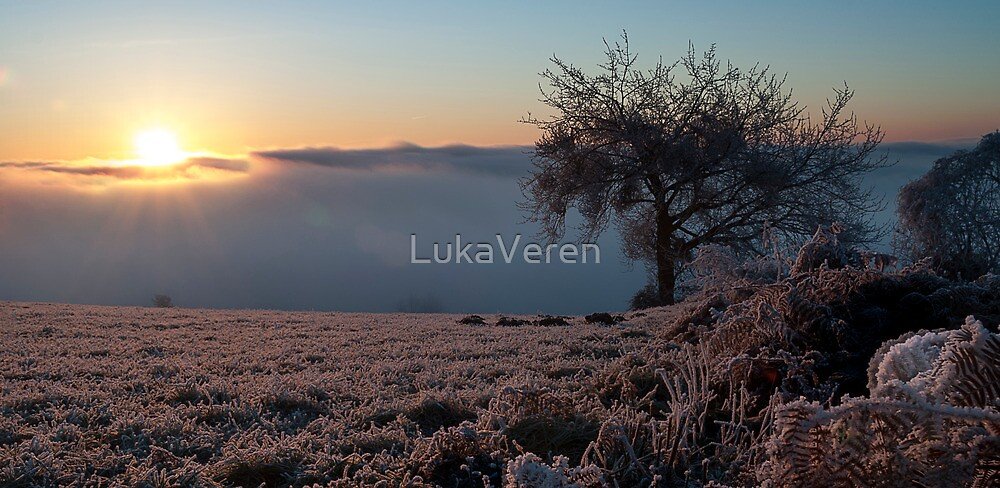 Winter sunrise by LukaVeren