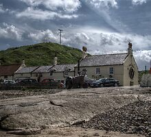 Ship Inn & Cottages by Andrew Pounder
