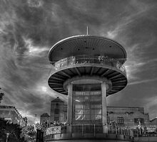 Southend UFO by larry flewers