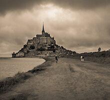 Le Mont Saint Michel by Ruben Emanuel