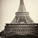 Eiffel Tower, Paris by gianliguori
