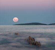 Moon over Montague by TonySlattery